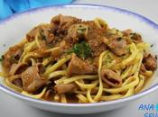 Espaguetis chipirones encebollados