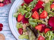 Ensalada quinoa aliño pétalos rosa matcha