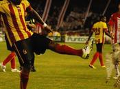 Lechuza agredida durante partido fútbol