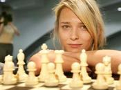 ajedrecistas vuelven locos contra jugadoras guapas