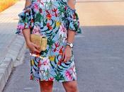 Vestido tropical volantes