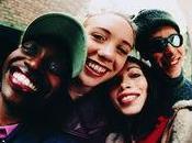 Tener amistades cercanas secundaria significa adultez feliz