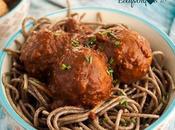 Espaguetis albóndigas veganas salsa tomate albahaca