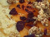Bowl yogur kaki, avena, cereales remolacha crujiente
