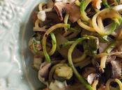 Noodles zucchini salsa queso azul