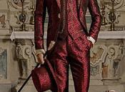 Traje novio barroco, levita época tejido jacquard rojo bordados dorados broche cristal
