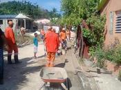 Obras Públicas construye contenes para asfaltado Barahona.
