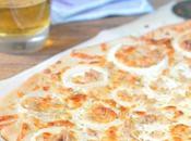 Pizza atún, cebolla nata