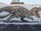 Este artista callejero abre cuerpos personajes para descubrir órganos