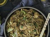 Chow mein pollo {Chicken chow mein}