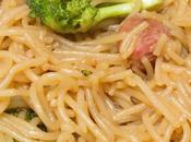 Fideos chinos miso brócoli salchichas gluten