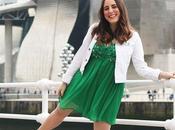Outfit primavera: Vestido verde cazadora blanca