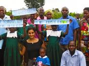 Chilena Camila Valdivia realizó exitosa campaña para mejorar condiciones escuela Uganda