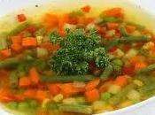 joven emprendedor regala sopa caliente indigentes local comidas caseras