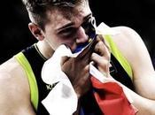 Luka Doncic escribe nombre NBA.