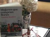"""""""Mujeres compran flores"""", Vanessa Montfort."""