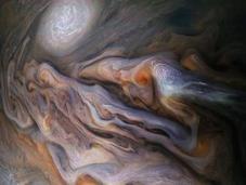 magníficas nubes arremolinadas Júpiter