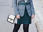 Cómo llevar falda verde piel