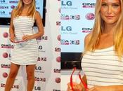 """Refaeli presents Cinema"""" Barcelona. modelo sonríe tras ruptura DiCaprio"""