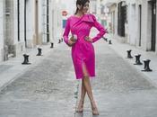 Looks navidad: vestido rosa perfecto para estas fiestas
