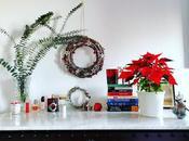 Libros flores rincón navideño
