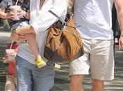 Naomi Watts, actrices elegantes, vuelve lección estilo mano Roger Vivier