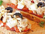 Tostadas semillas pimiento, queso atún escabeche
