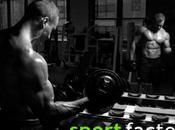 Lucha contra grasa haciendo pesas