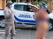 Mujer desnuda frente Palacio gobierno reclamo prestaciones laborales.