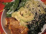 Ensalada bol) tirabeques, salmón aguacate