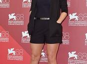 Kate winslet superchic sexi venecia. calzada roger vivier.