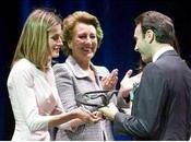 """Enrique Ponce recibe premio Vida"""""""