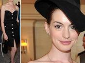 Estilismos para olvidar: Anne Hathaway sombrerito negro