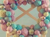 Corona navideña bolas lanas
