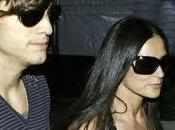 Demi Moore divorcia Asthon Kutcher anuncia Twitter.