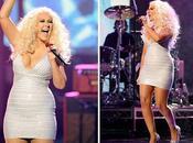Christina Aguilera luce curvas prominente vientre