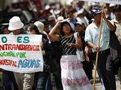 Perú debate entre agua