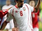 Lyon firma defensa Kamali( Emiratos Arabes Unidos)
