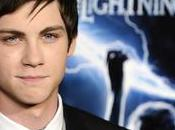 ¿Logan Lerman bajo máscara Spiderman?