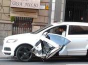 Piqué sufre accidente: arrancan puerta coche