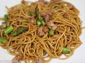 Espaguetis butifarra, trigueros salsa soja